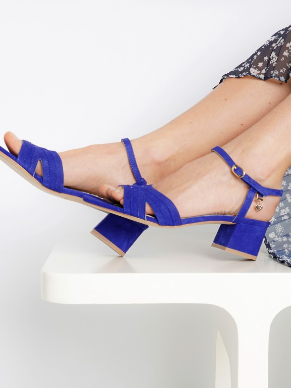 Sandália em camurça