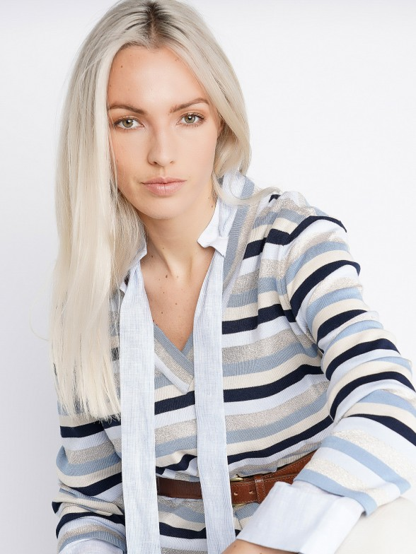 Jersey cuello pico con rayas