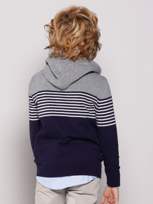 Knitted sweater with hood