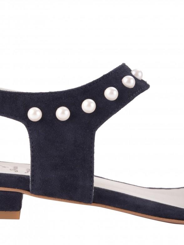 Sandália com pérolas