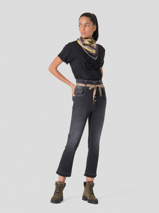 Denim jeans with belt