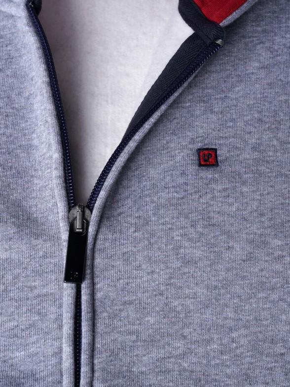 Casaco manga comprida com capuz
