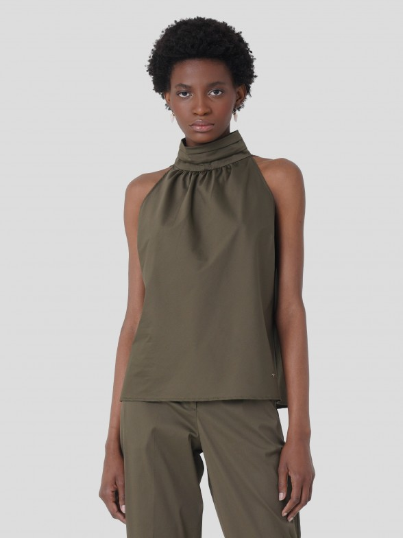 Sleeveless turtleneck top
