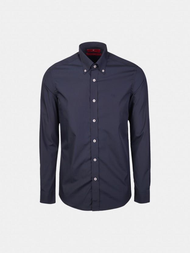 Camisa slim fit com detalhe na carcela