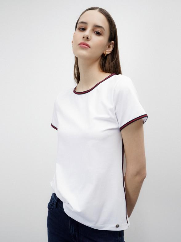 T-shirt branca com detalhe bicolor