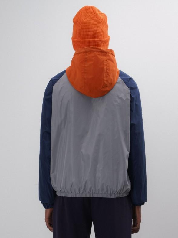 Blusão multicolor com capuz