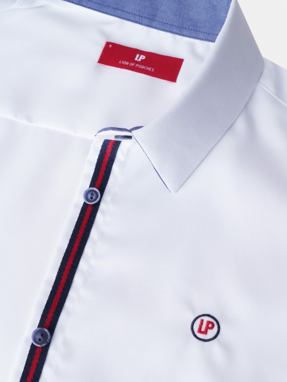 Camisa branca com detalhe na carcela