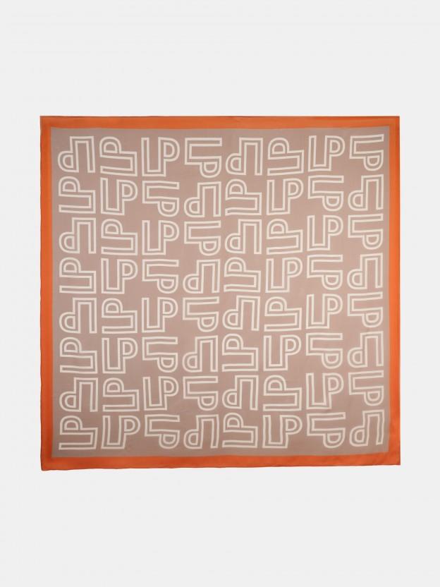 Pañuelo de seda con monogramas