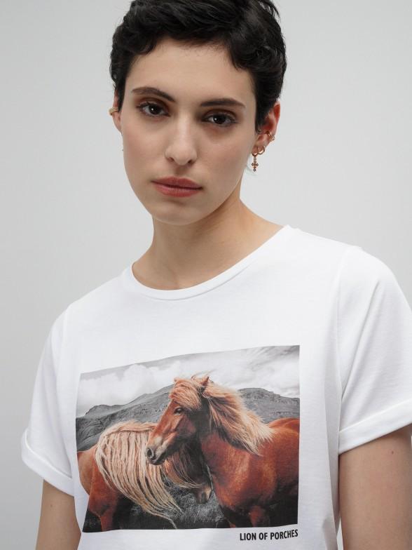 T-shirt branca com estampado fotográfico
