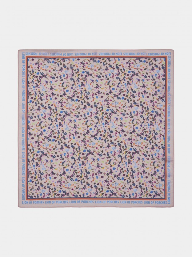 Pañuelo con estampado floral y letras