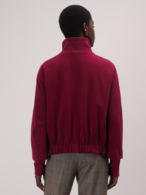 Casaco curto em lã