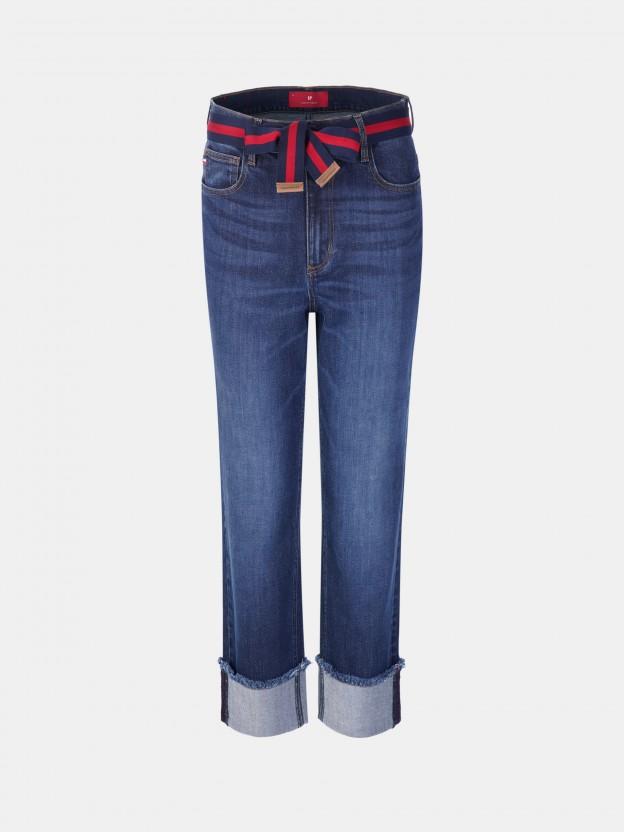 Calças denim regular fit com cinto bicolor