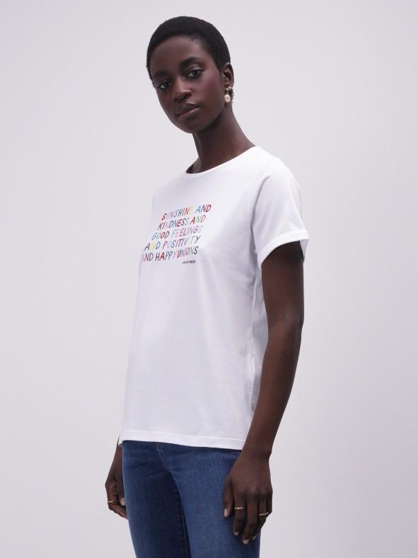 T-shirt branca com mensagem