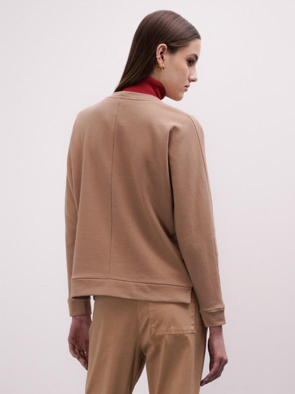 Sweatshirt camel bordada